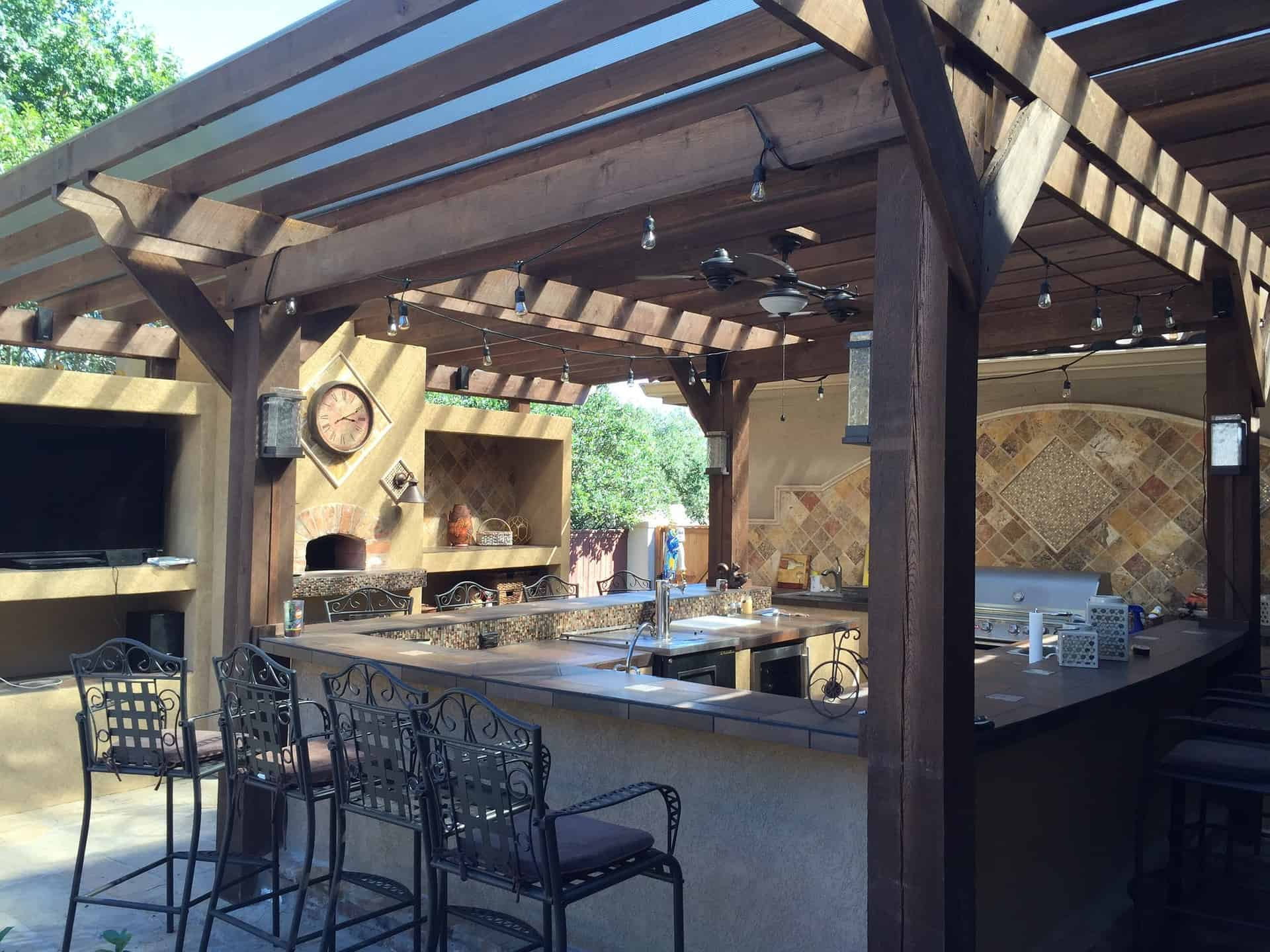 an example of outdoor kitchen with an U-shape style