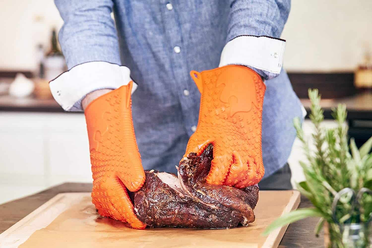 Best grill gloves- CI Jolly Green Products Ekogrips Premium BBQ Gloves prepping meat